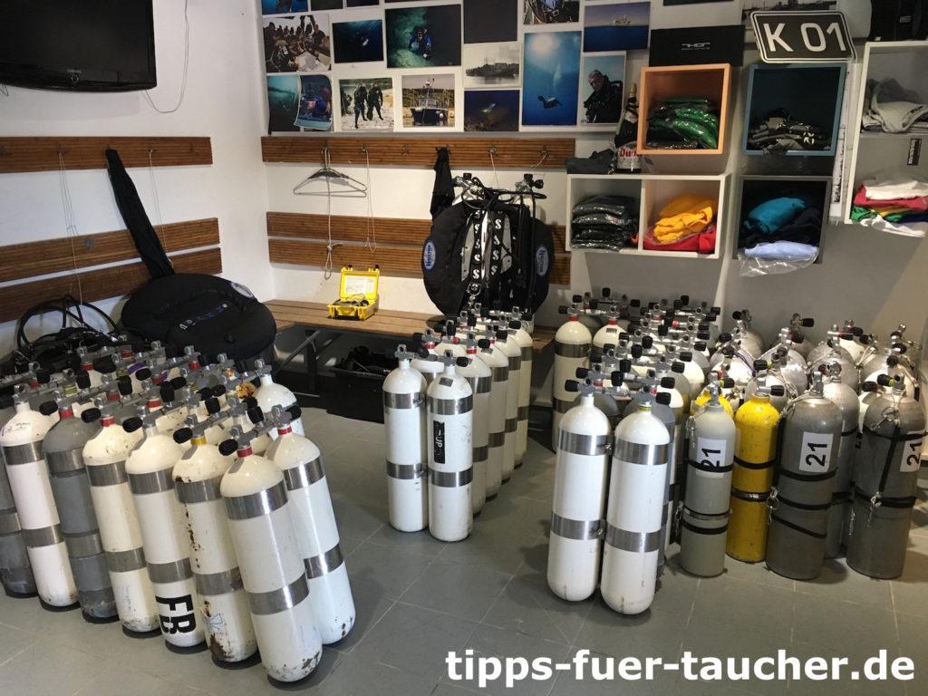 Tauchflaschen in der Tauchbasis Krnica Dive