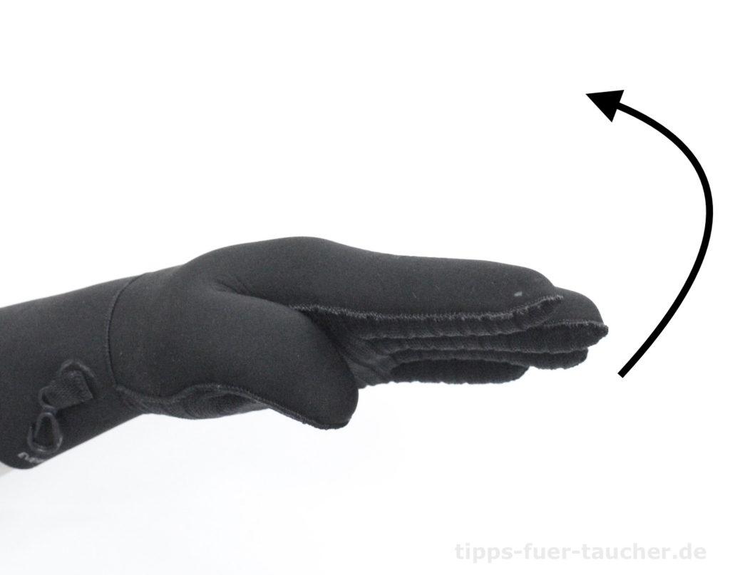 Eine Dekostufe nach oben Handzeichen für Taucher