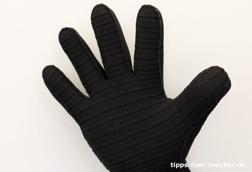 Zahl 5 als Handzeichen für Taucher