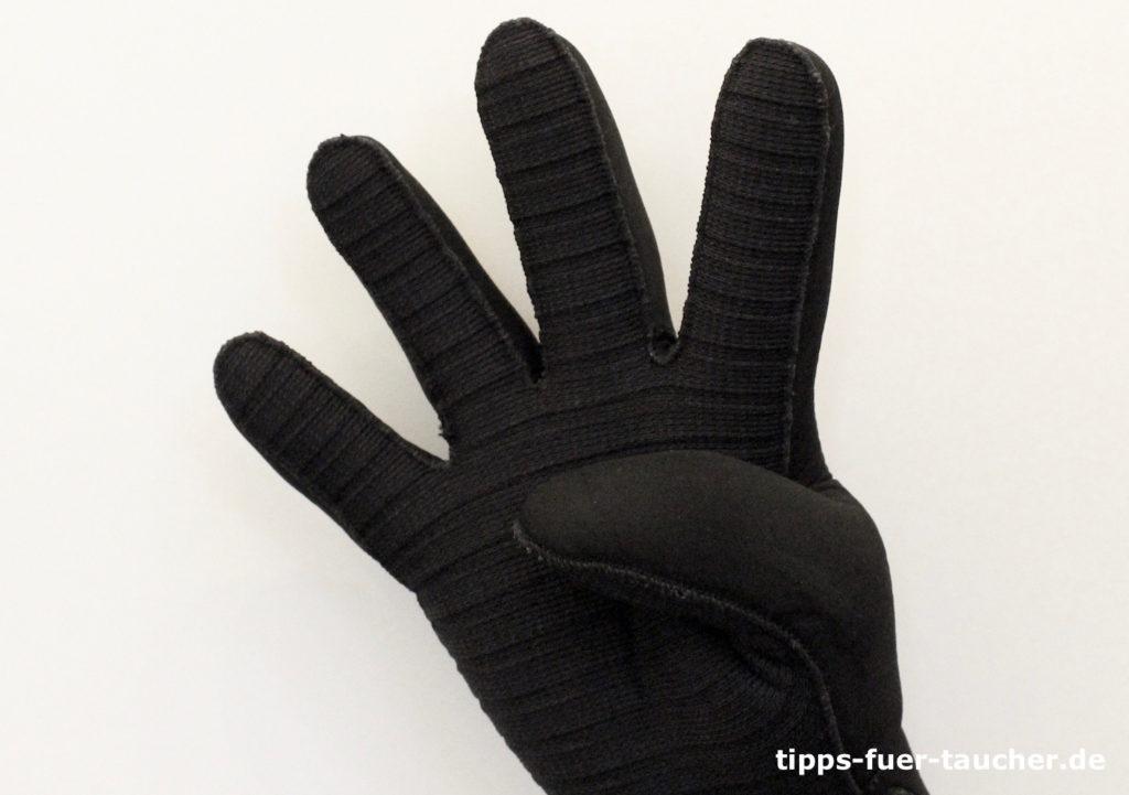 Zahl 4 als Handzeichen für Taucher