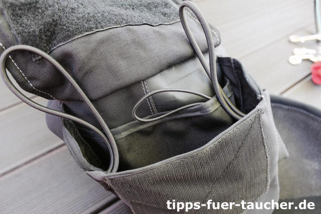 Vier Schlaufen und einen Unterteilung der Tasche erlauben das Verstauen von Ausrüstung