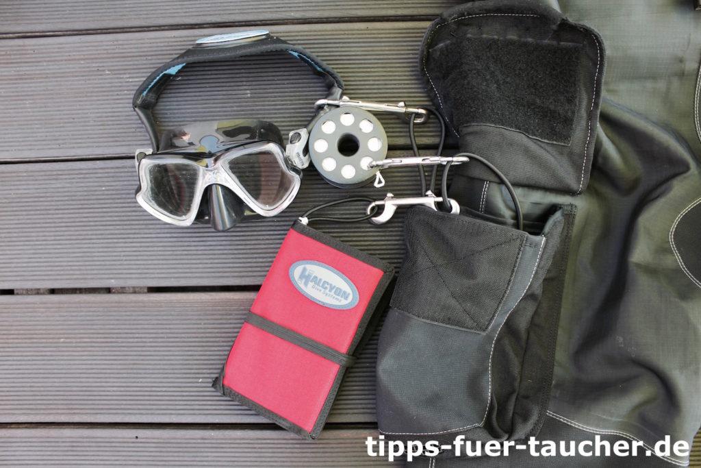 Alternative, rechte Beintasche mit Wetnotes, Backup-Maske und Safety Spool