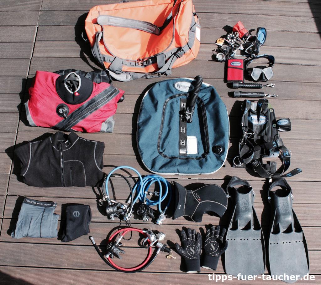 Taucherausrüstung und der Foult Element 120l Dufte Bag