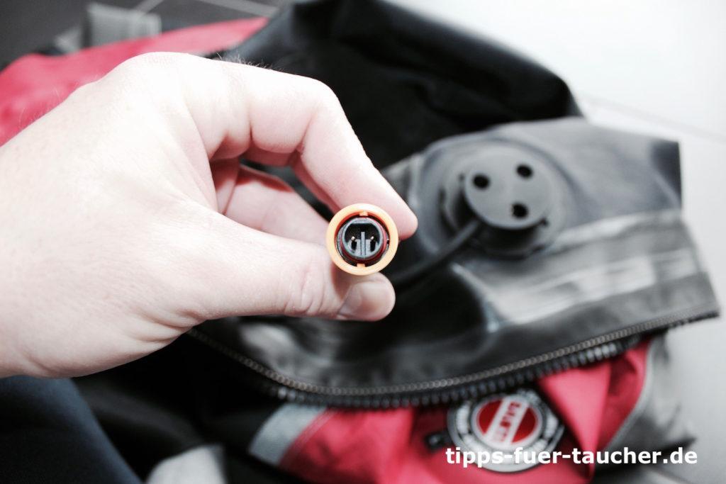 Im Inneren des Trockis werden Ventil und beheizbarer Unterziehen mit einem mehrpoligen Stecker verbunden