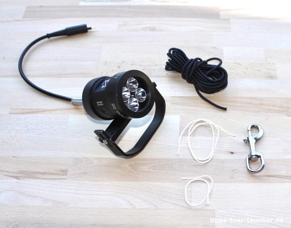 Benötigte Materialien: Lampenkopf, Boltsnap-Karabiner, Gummiband